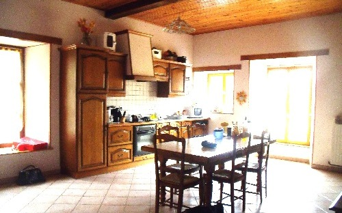 Maison ancienne : cuisine équipee
