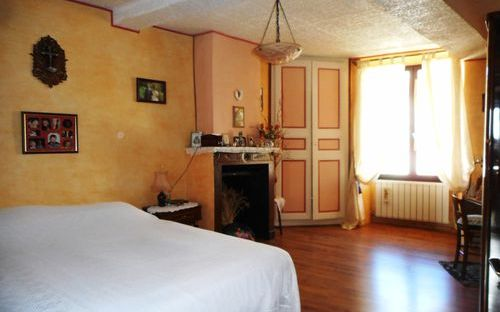 maison ancienne : chambre avec le cachet de l'ancien