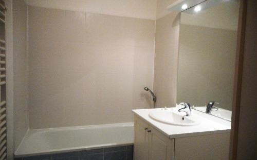 APPARTEMENT 60m2 env. : salle de bains