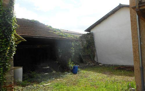 maison ancienne avec dependances : espace jardin