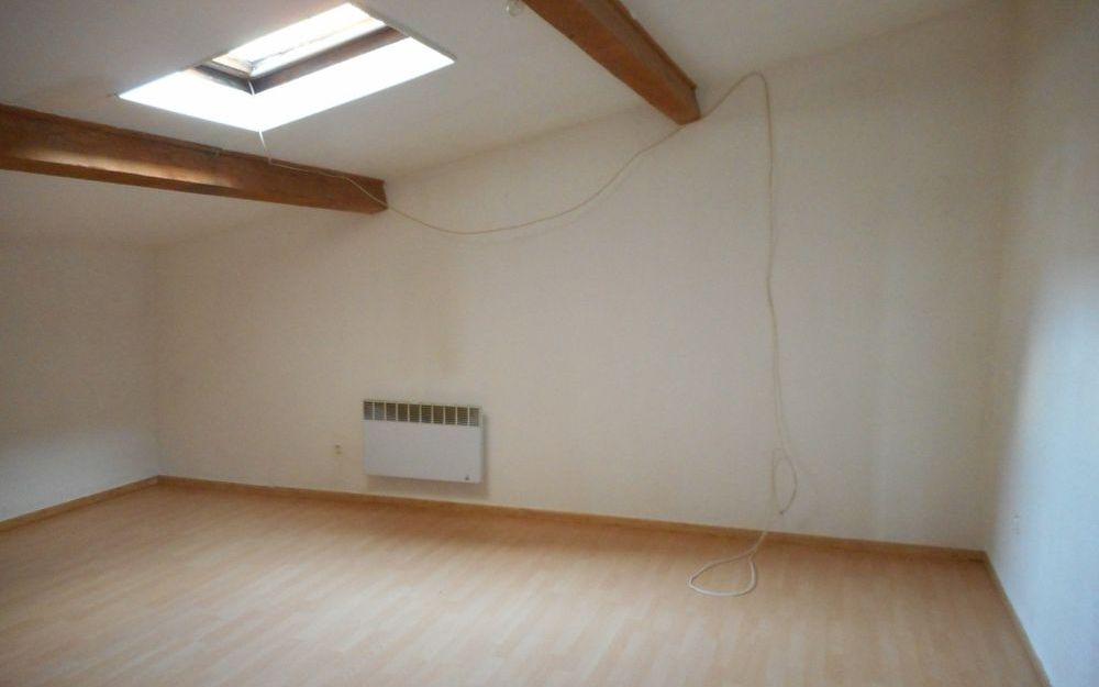 Maison Ancienne : une chambre  spacieuse avec velux