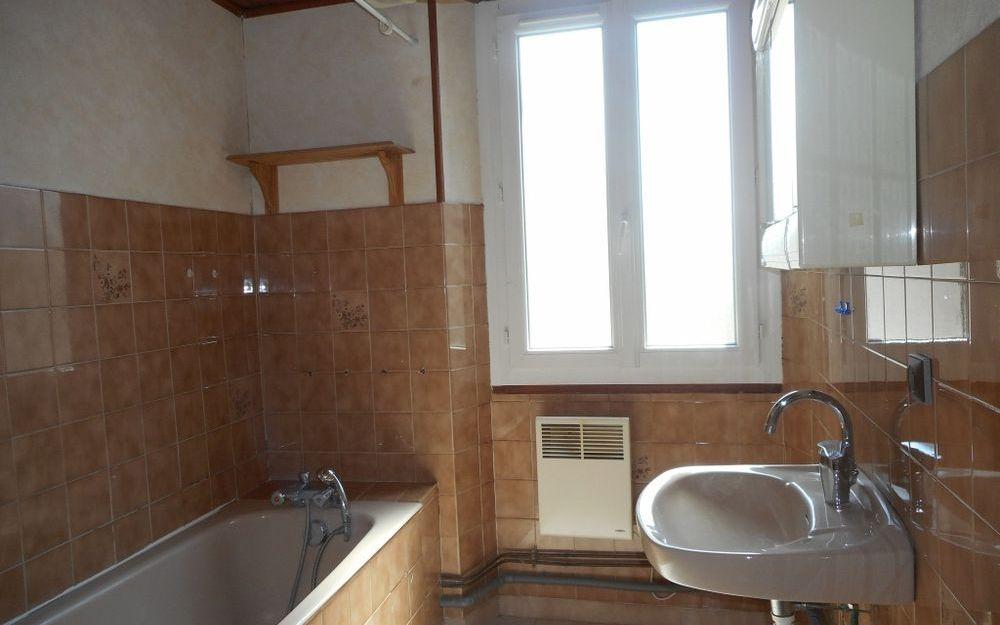 Maison Ancienne : salle de bains à l'étage
