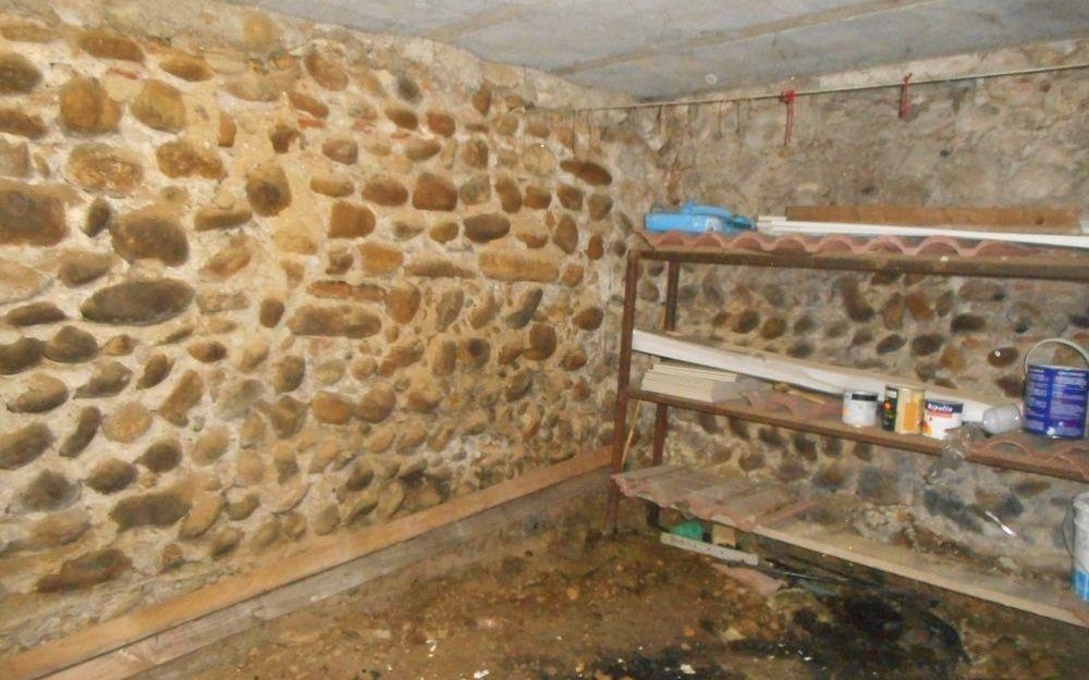 Maison Ancienne : une cave entérrée