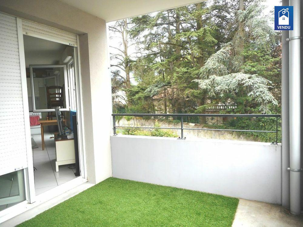 appartement 1er tage vente appartement rives. Black Bedroom Furniture Sets. Home Design Ideas