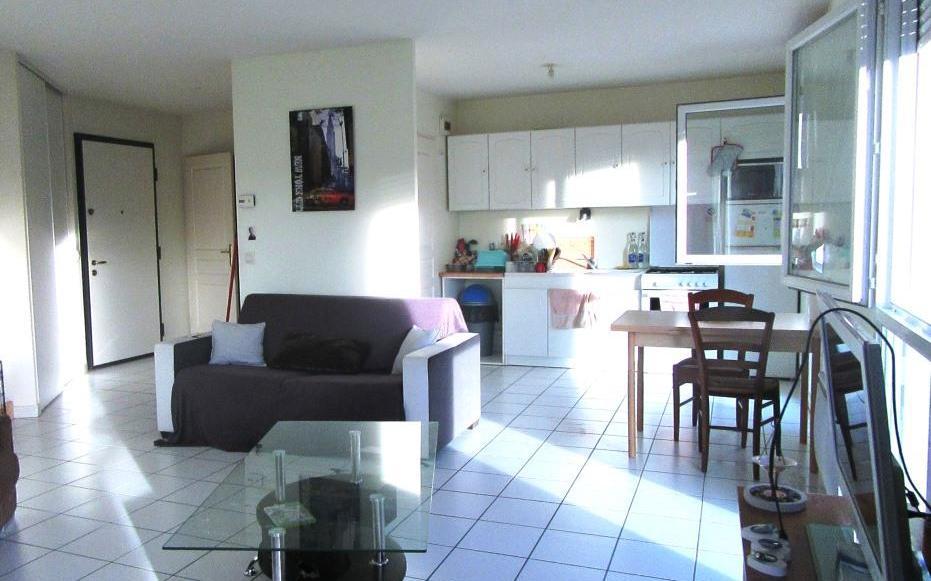 Appartement 1er étage : Séjour salon ouvert sur cuisine