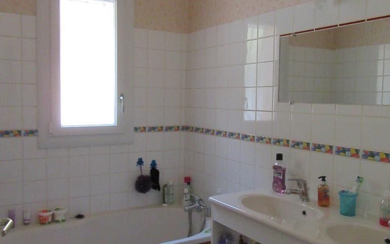 villa d'architecte : une salle de bains