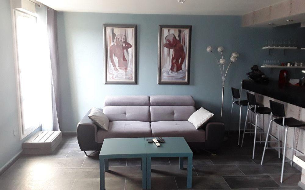 appartement de type 4 : espace salon tres chaleureux
