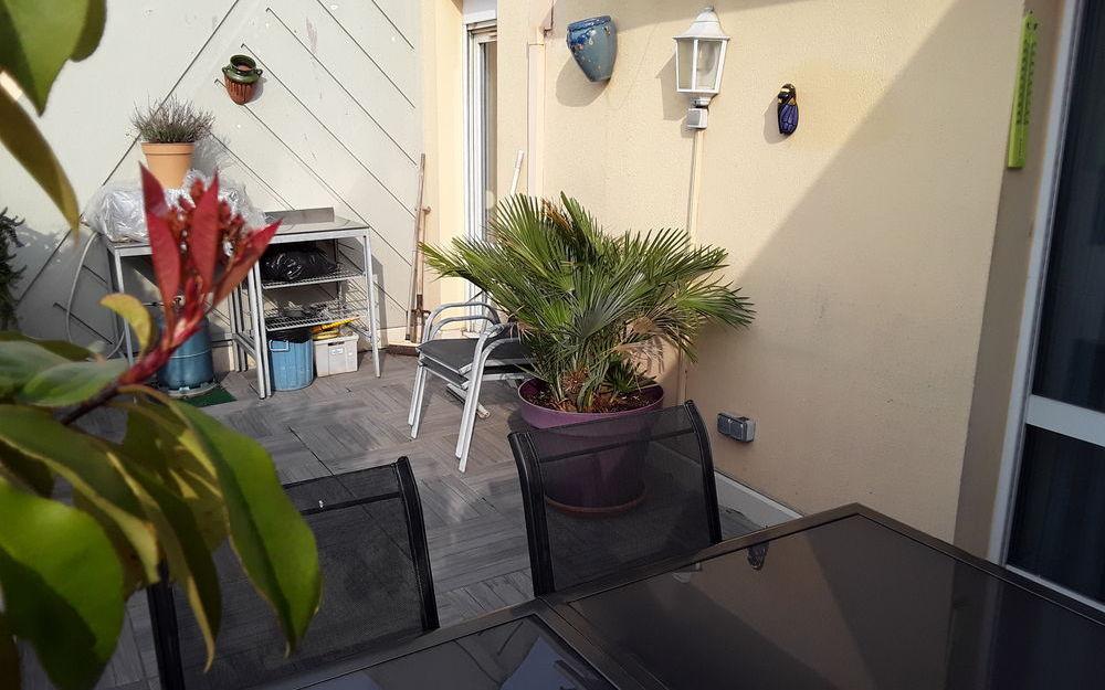 appartement de type 4 : belle terrasse carrelée