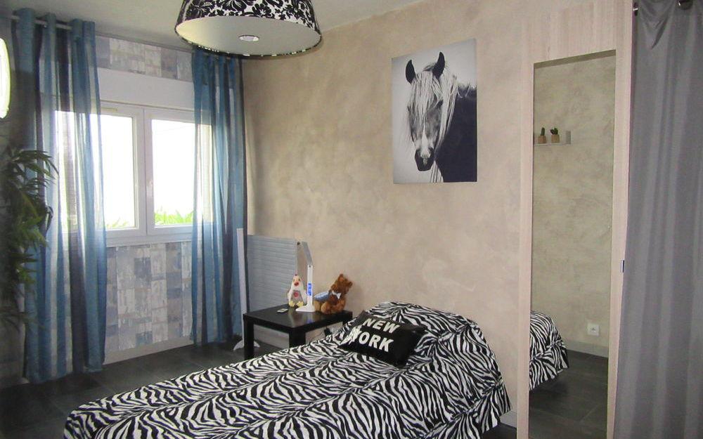 appartement de type 4 : chambre 2   surface  10.59 M²