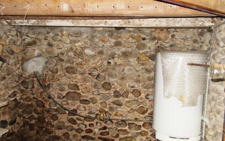 Maison Ancienne : cave en pierre