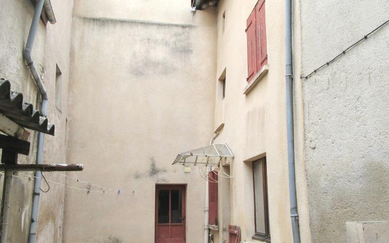 Maison ancienne avec dependance : cour interieur