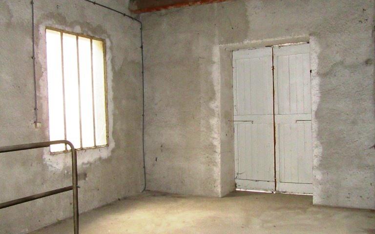 Maison ancienne avec dependance : etage du garage