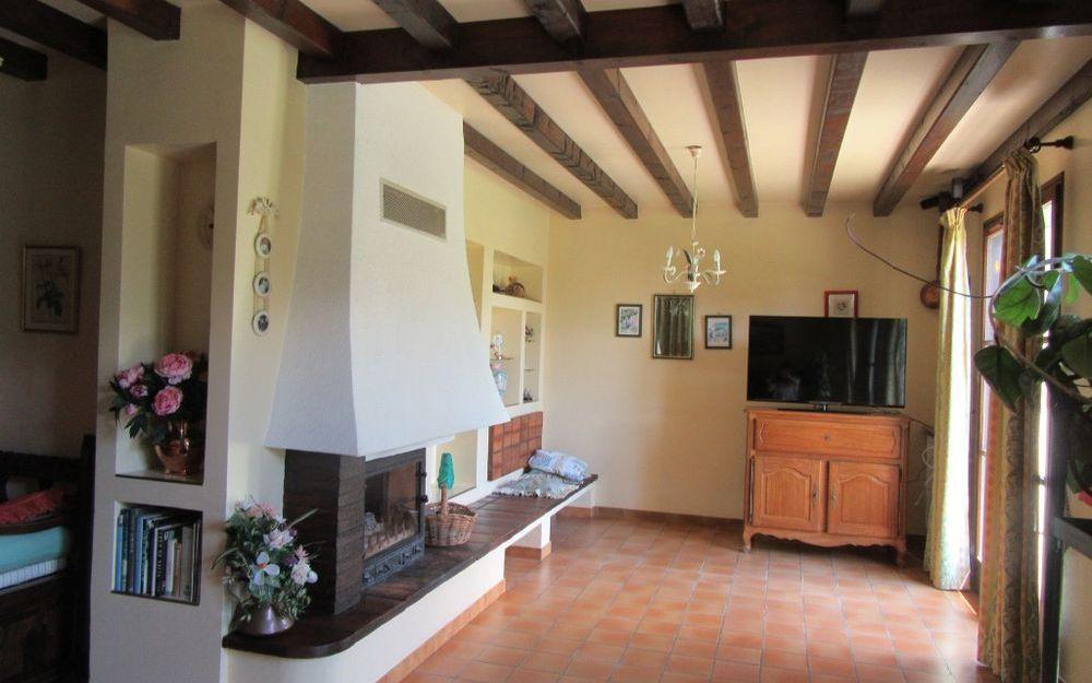 villa : piece de vie avec cheminée