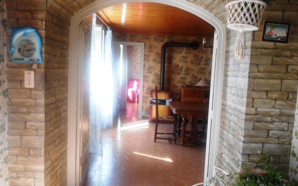 Maison ancienne avec dependance : piece de vie