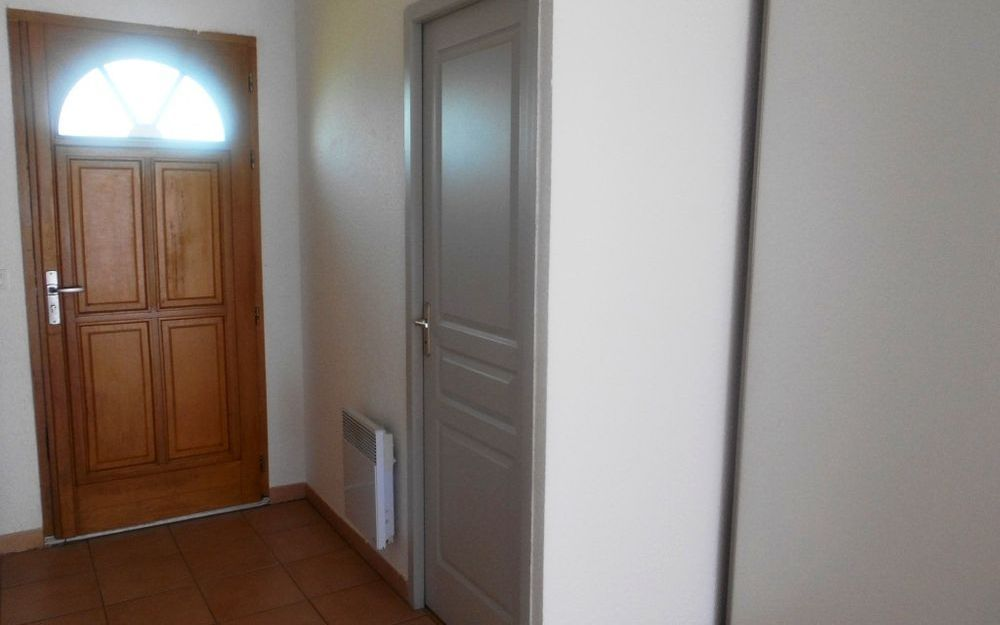 villa de plain  pied : hall d'entrée