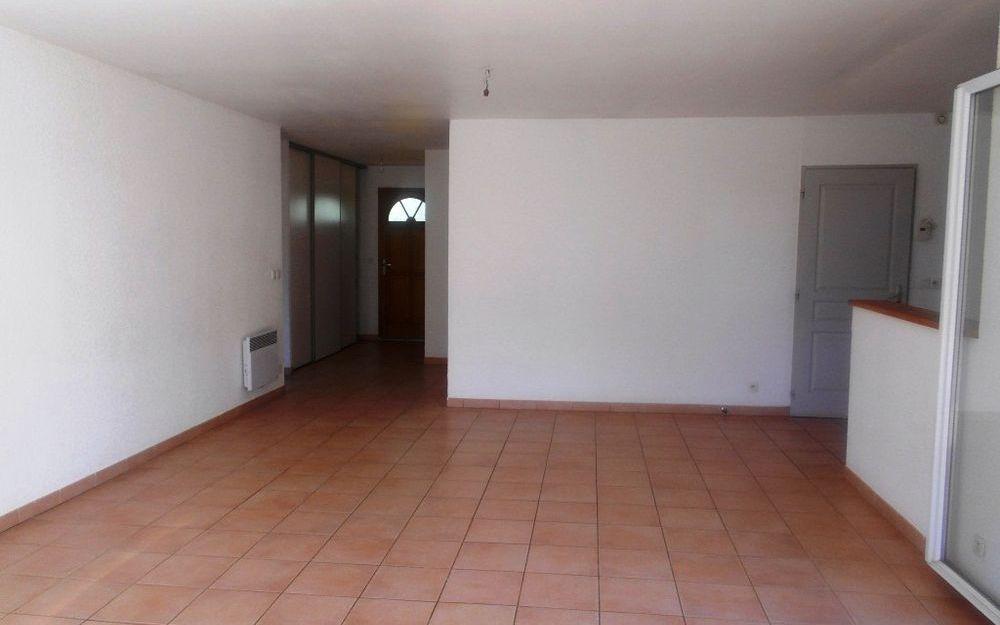 villa de plain  pied : piece de vie ouverte sur cuisine meublé d'environ 42 m²
