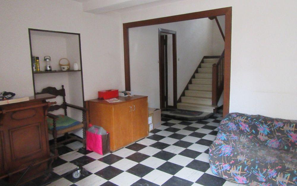 maison de village : au rez de chaussée spacieux hall d'entrée