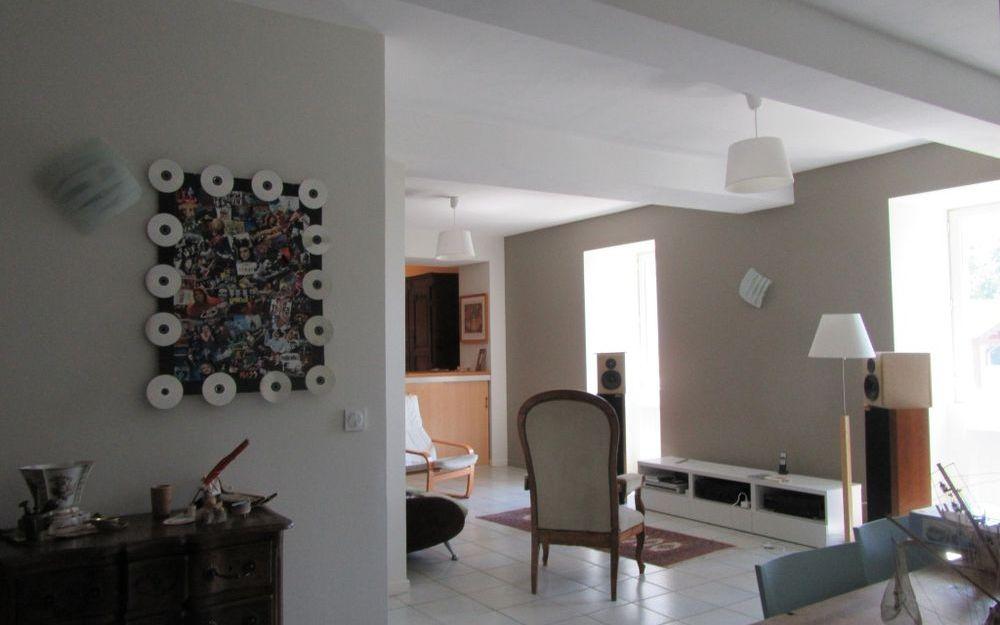 Maison Ancienne : piece de vie spacieuse