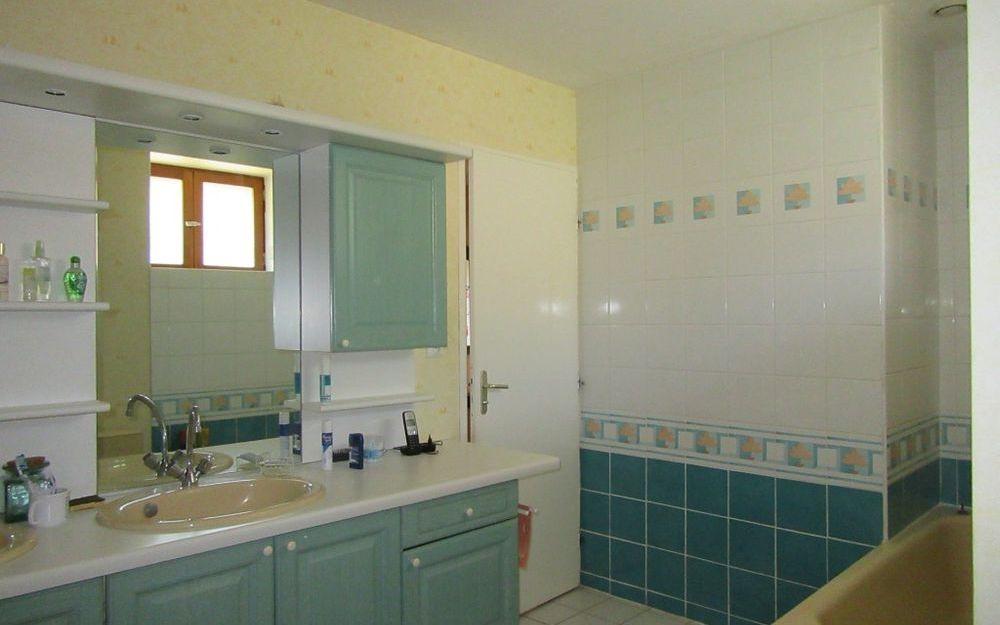 Maison Ancienne : une salle de bains
