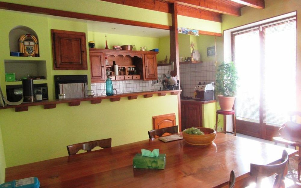 Maison Ancienne : Spacieuse cuisine equipée