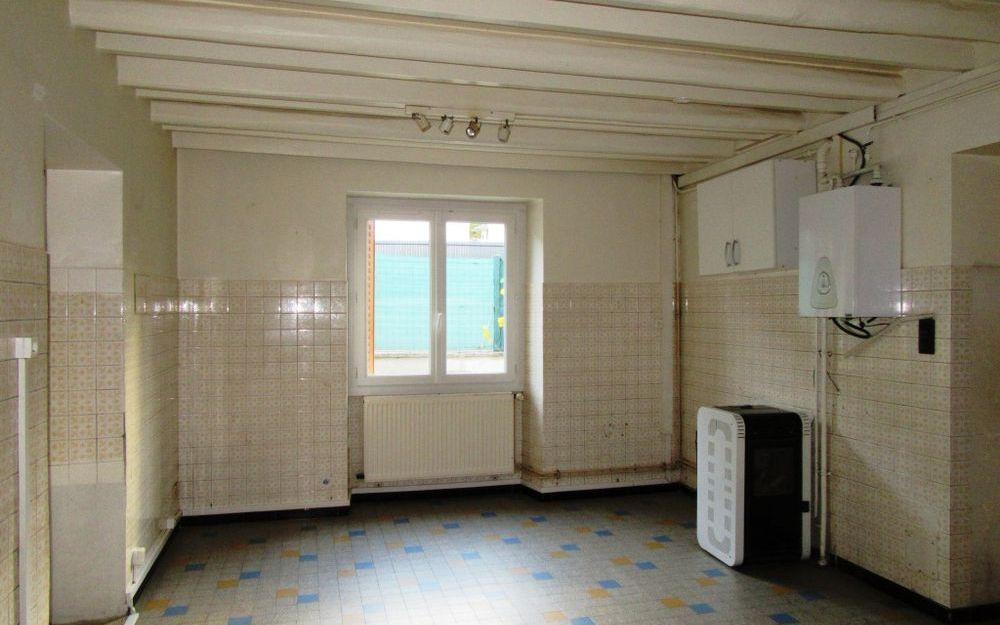 Maison ancienne avec dependance : cuisine