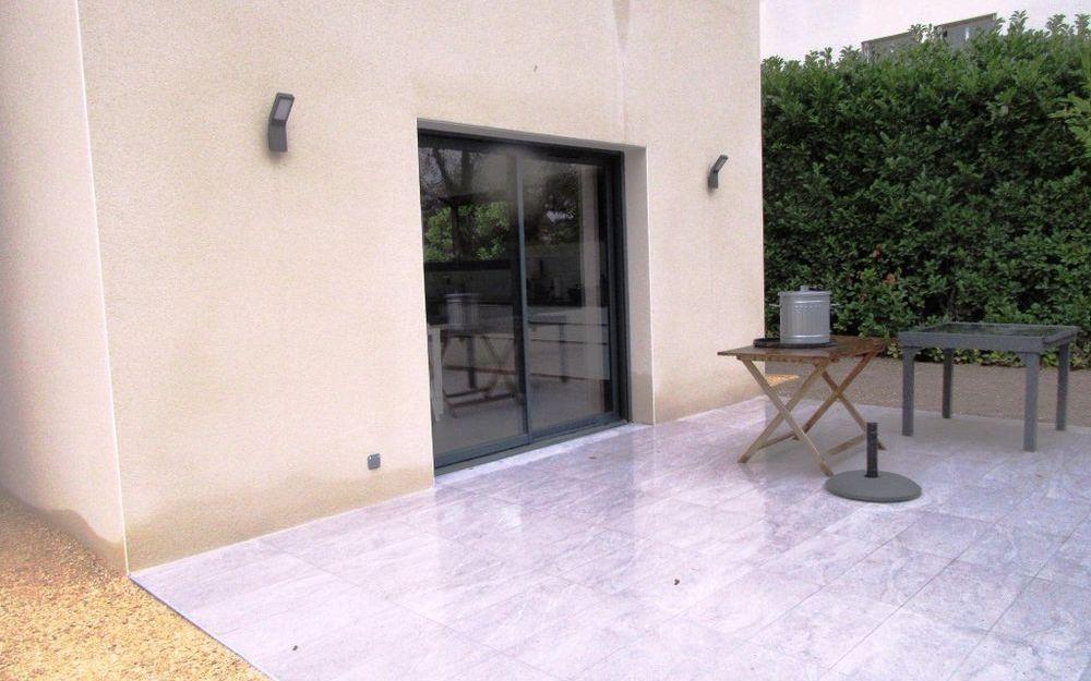Villa Contemporaine neuve : terrasse