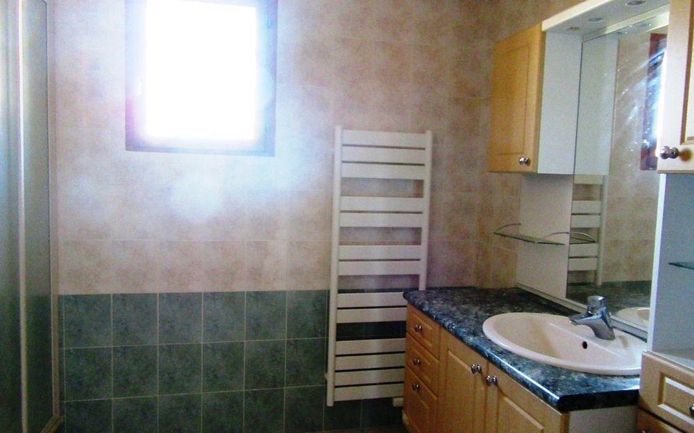 Maison demi-niveau : salle d'eau