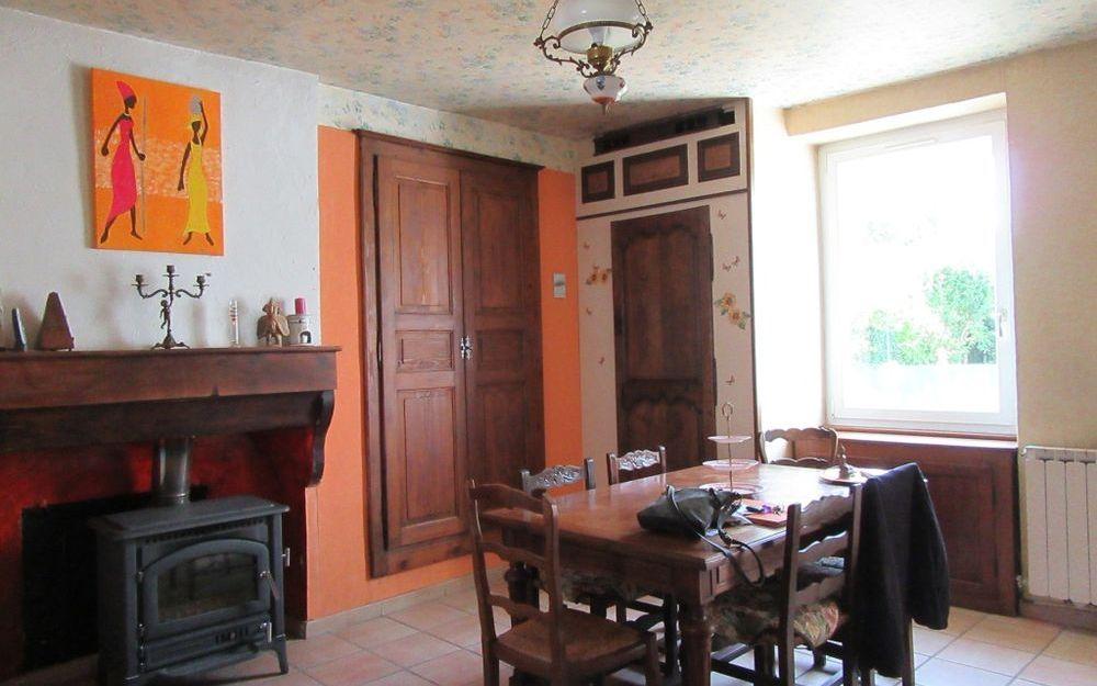 Maison ancienne avec dépendance : espace repas