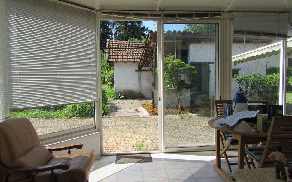 Maison ancienne avec dépendance : tres belle veranda