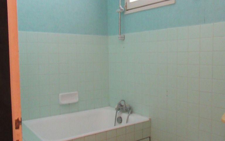Maison de village : salle de bains