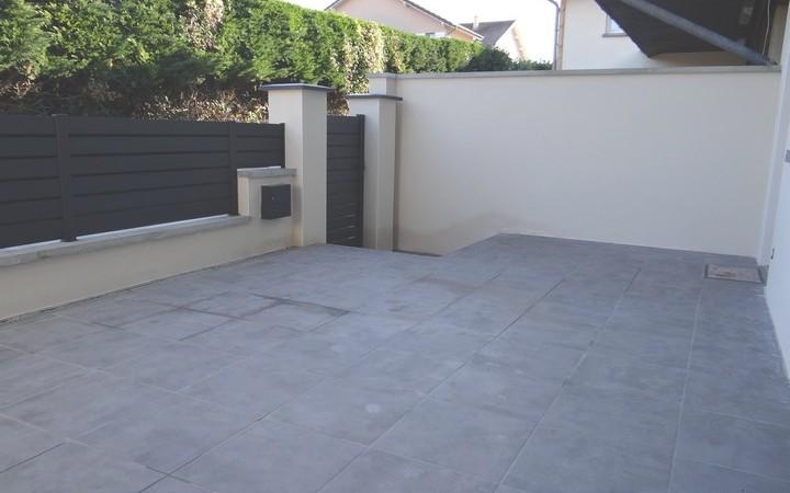 villa mitoyenne : terrasse carrelée