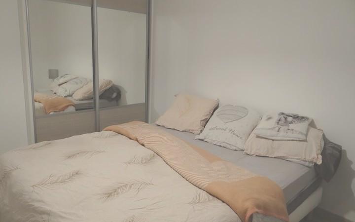 villa mitoyenne : une chambre