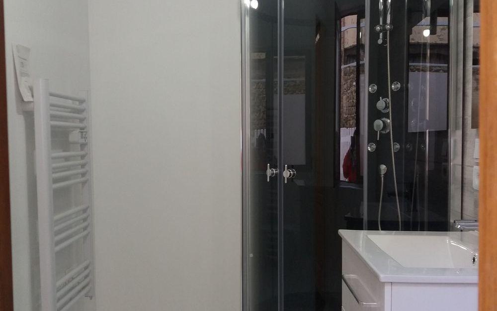 appartement de type 4 : CHAMBRE PARENTALE SALLE D'EAU