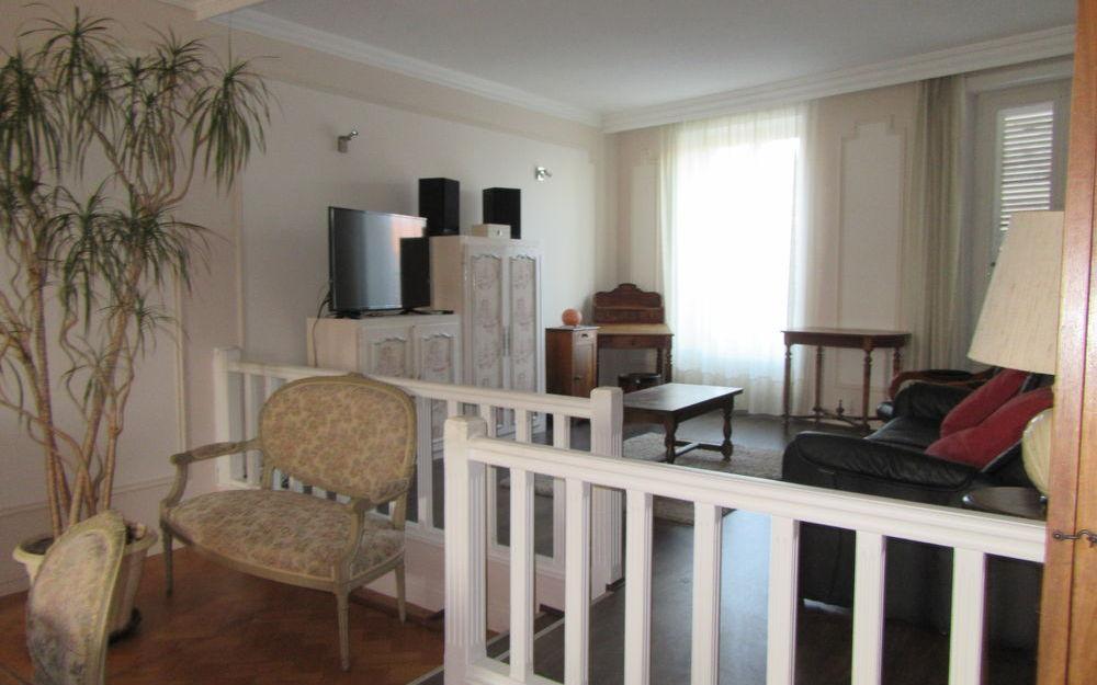 appartement de type 4 : 2éme espace salon sur estrade