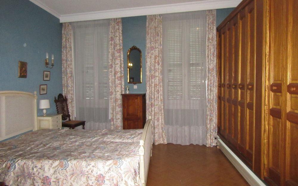 appartement de type 4 : chambre spacieuse  avec rangements