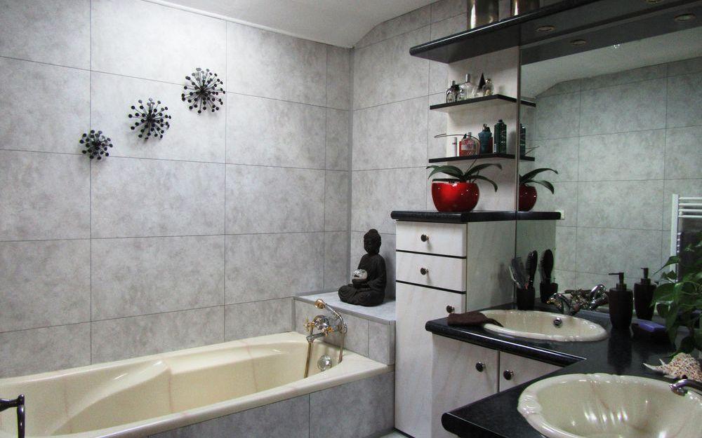 VILLA : salle de bains etage