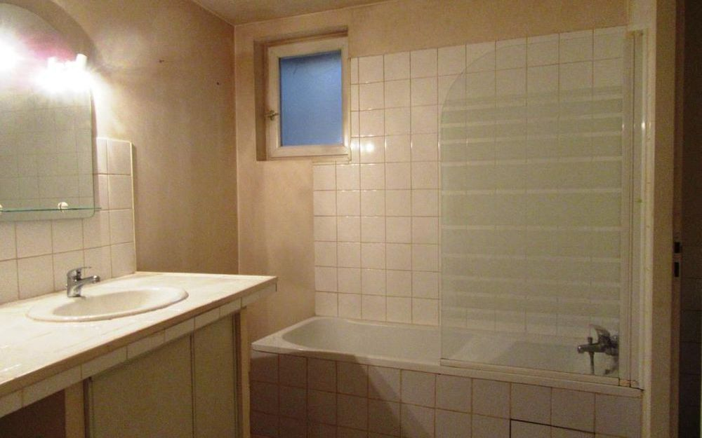 appartement de type 2 : SALLE DE BAINS