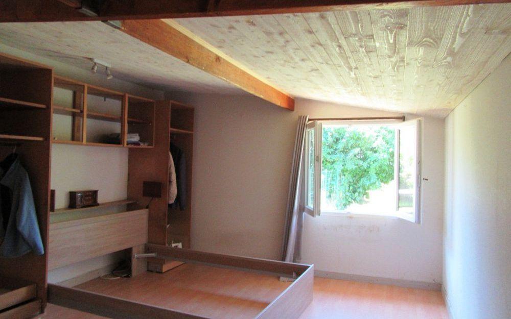 maison ancienne : chambre  rez de chaussée surface 13,55 M²