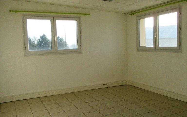 LOCAL au 1er étage : Bureau 2