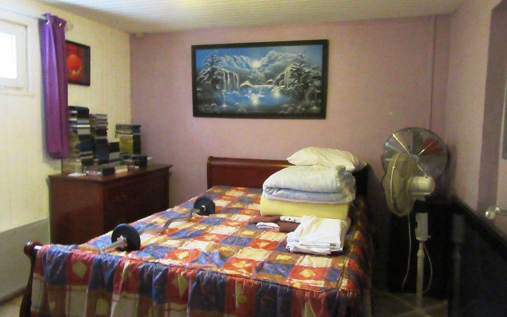 VILLA avec Terrain : une chambre