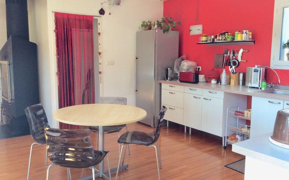 VILLA : cuisine avec acces cellier
