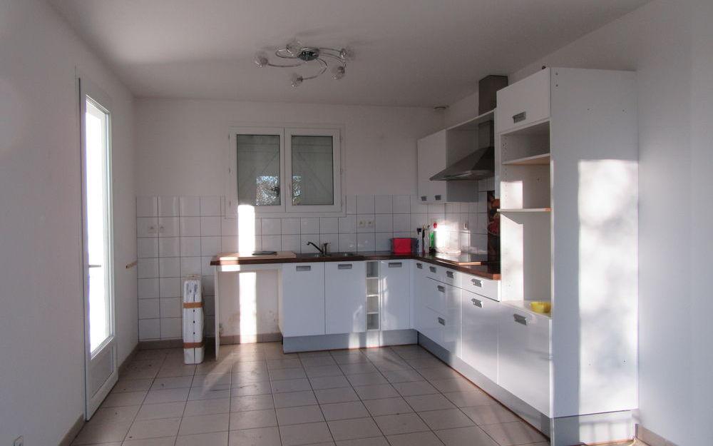 MAISON ANCIENNE : cuisine équipée avec son espace repas DE 20 M²