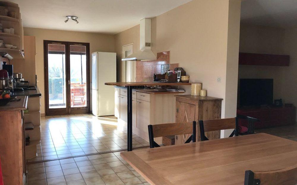 Villa : ensemble cusine equipee et espace repas