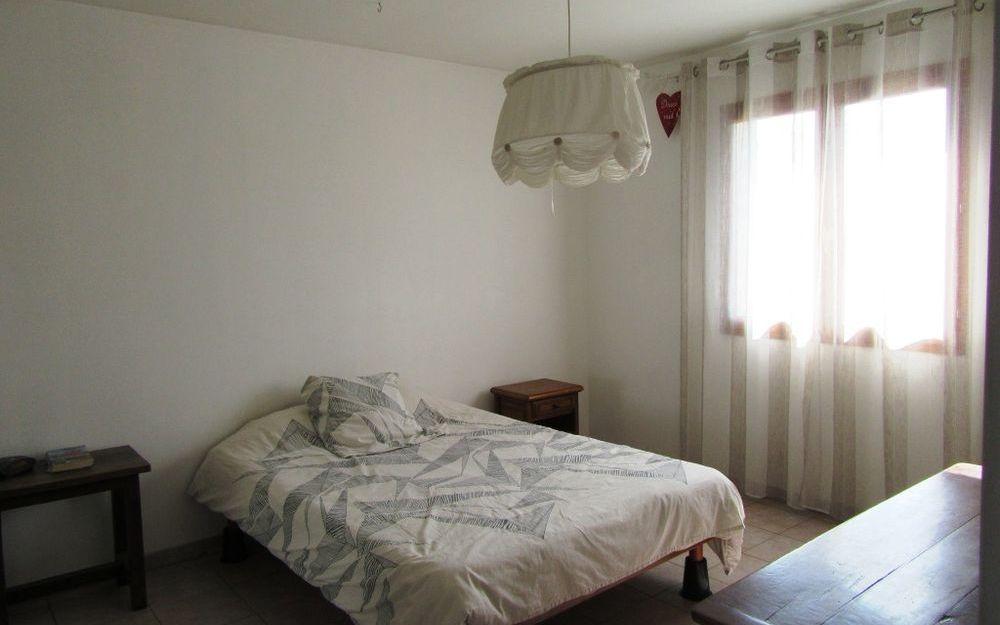 VILLA : chambre spacieuse