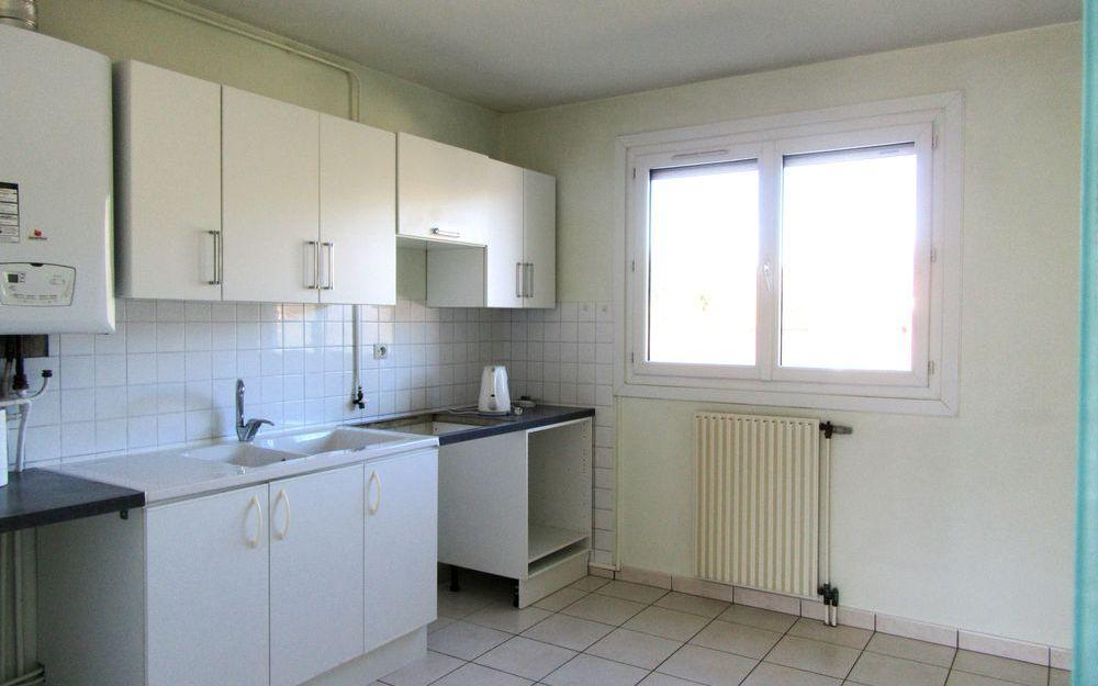Appartement Le Clos Bérard : cuisine meublee