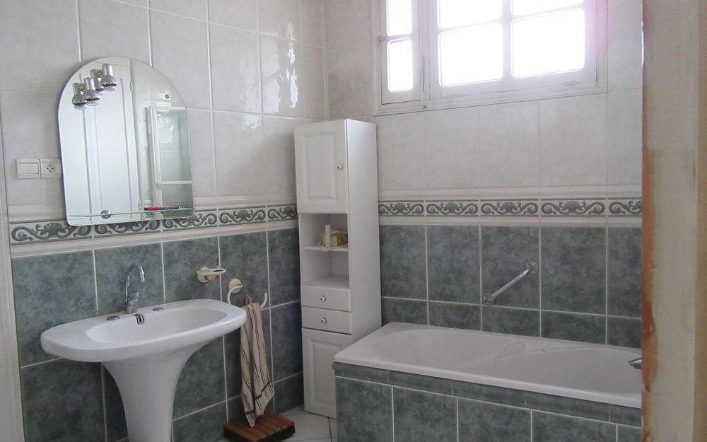 maison de ville : salle de bains etage