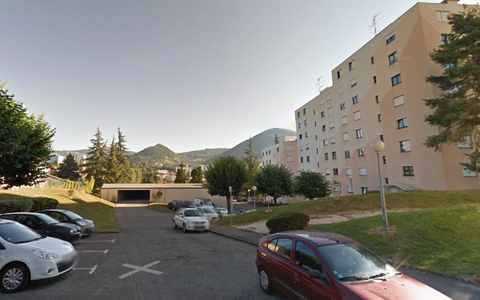 Appartement Le Clos Bérard : vue du parking