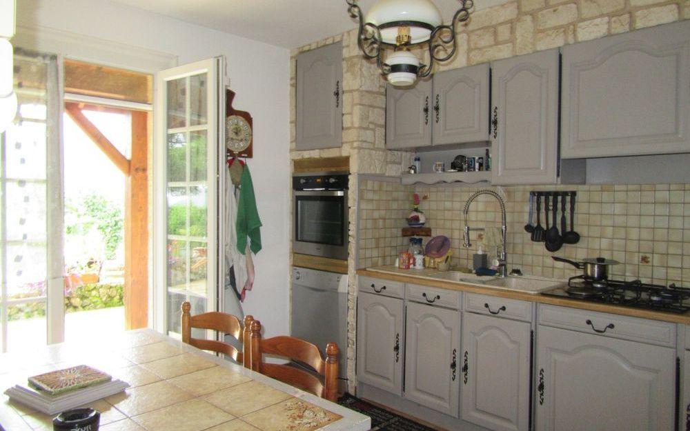 VILLA : cuisine equipée surface de 11 m²